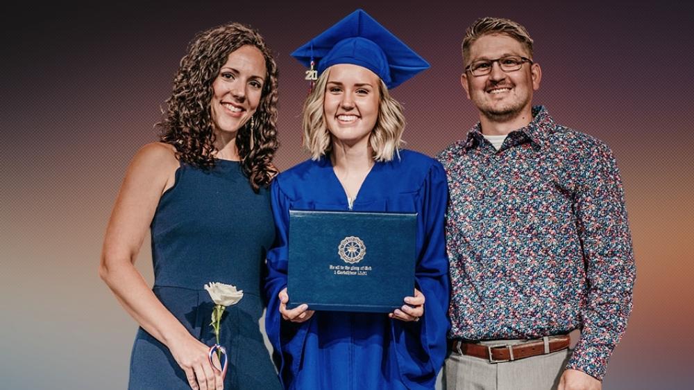 How do Iowa homeschooled students do high school and graduate?